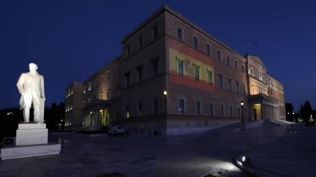 Η Βουλή φωταγωγήθηκε με τα χρώματα της ισπανικής σημαίας