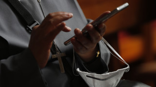 Σπάνια συνεργασία Apple - Google κατά του κορωνοϊού
