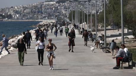 Κορωνοϊός: Είδαν τον καλό καιρό οι Αθηναίοι και βγήκαν