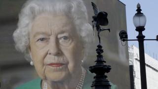 Κορωνοϊός: Η βασίλισσα προσπαθεί να εμψυχώσει τους Βρετανούς - «Το Πάσχα δεν ακυρώνεται»