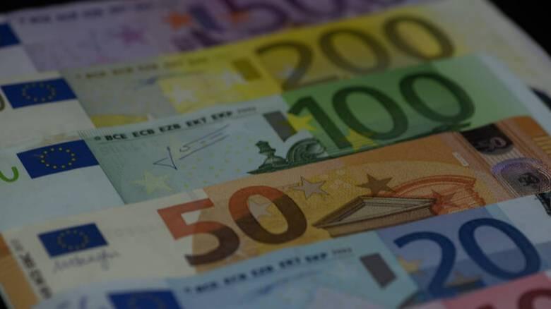 Κορωνοϊός: Πότε καταβάλλονται επίδομα 800 ευρώ και δώρο Πάσχα