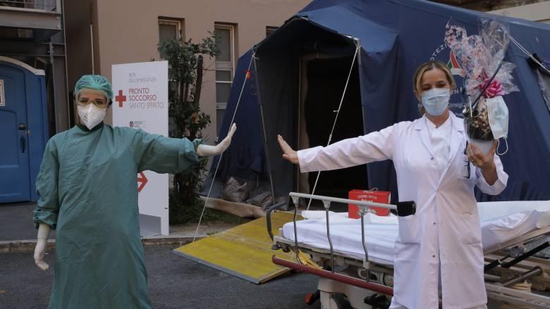 Κορωνοϊός: Μείωση των κρουσμάτων και περιορισμός των νεκρών στην Ιταλία