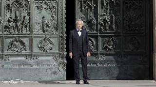Ο Αντρέα Μποτσέλι ψέλνει Αναστάσιμους ύμνους στο Ντουόμο του Μιλάνου