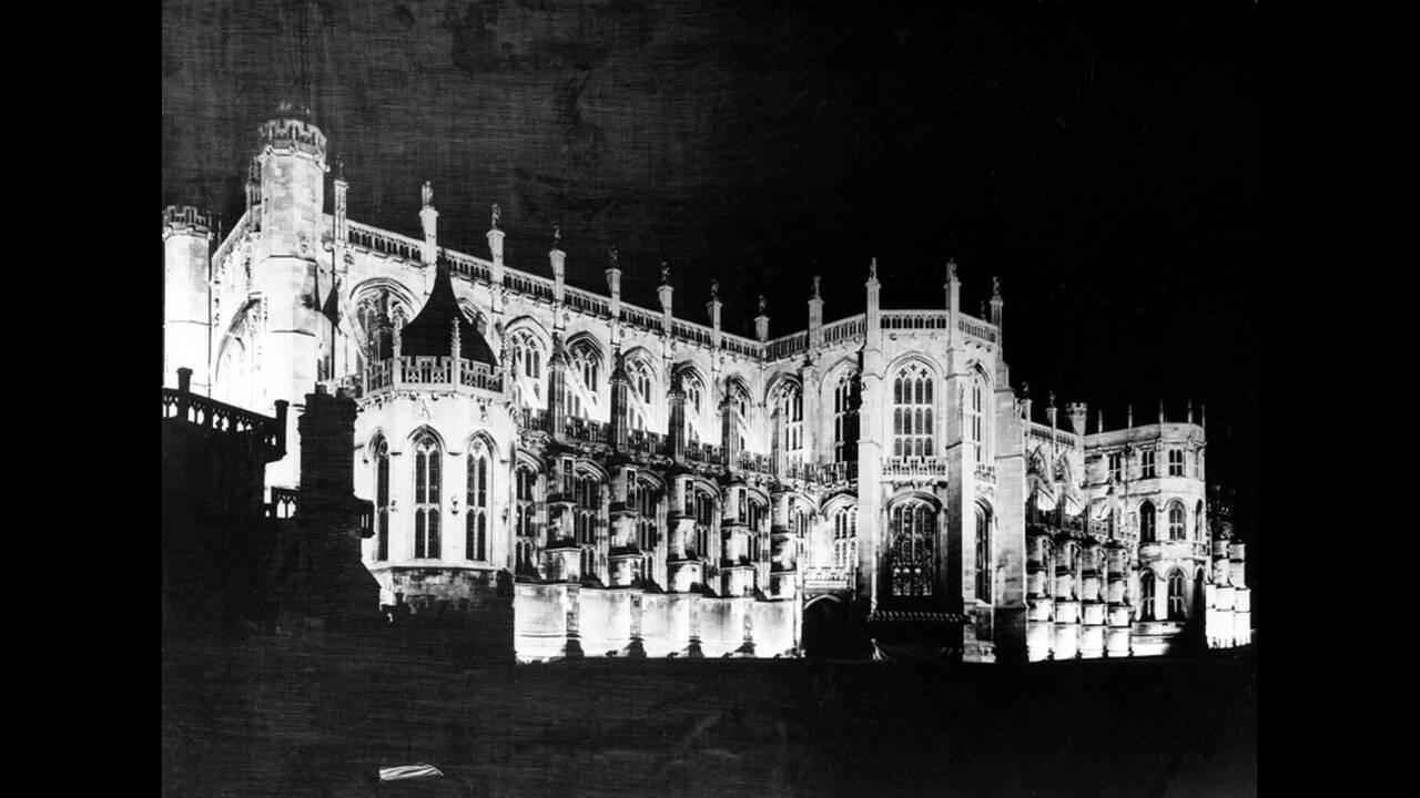 1937, Λονδίνο. Το κάστρο του Ουίνσορ, κατοικία των Βρετανών μοναρχών, κατάφωτο.
