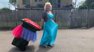 Κορωνοϊός: Πετώντας τα σκουπίδια με στυλ - Η σελίδα του facebook που... αψηφά την καραντίνα