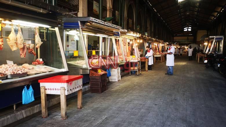 Κορωνοϊός - Βαρβάκειος Αγορά: Μειωμένη η προσέλευση των καταναλωτών παρά τις χαμηλές τιμές