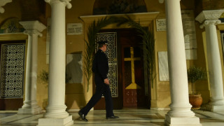 Κορωνοϊός: Καταζητείται, αλλά κάνει αναρτήσεις στο Facebook ο ιερέας που κοινωνούσε στο Κουκάκι