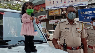 Κορωνοϊός - Ινδία: Η πιο μικρόσωμη γυναίκα στον κόσμο ενθαρρύνει συμπολίτες της να τηρήσουν τα μέτρα