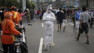 Κορωνοϊός - Ινδονησία: Επιστράτευσαν «φαντάσματα» για να τηρήσουν οι πολίτες την καραντίνα