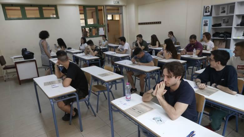 Κορωνοϊός - Εξετάσεις σε αμφιθέατρα ΑΕΙ ή 10 μαθητές ανά αίθουσα: Τα σενάρια για τις Πανελλήνιες