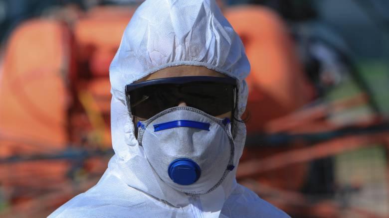 Στη Βουλή 10.000 μάσκες δωρεά της πρεσβείας της Κίνας