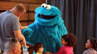«Σουσάμι Άνοιξε»: Το Cookie Monster δίνει συνταγές και ζητά από τα παιδιά ένα εικονικό μπισκότο