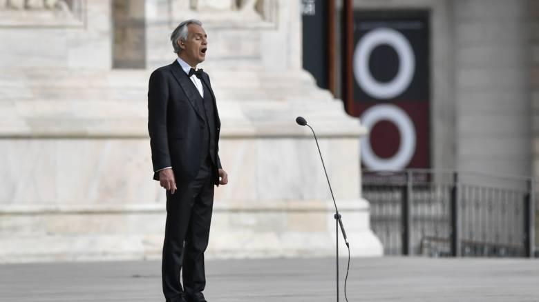 Κορωνοϊός: Η συναυλία του Αντρέα Μποτσέλι στον άδειο καθεδρικό του Μιλάνου έσπασε κάθε ρεκόρ