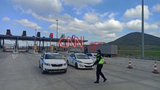 Κορωνοϊός - Απαγόρευση κυκλοφορίας: Έλεγχοι της Τροχαίας στα διόδια Θηβών
