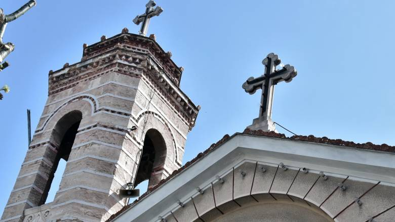 Λαμία: Καλούν πιστούς για «ντου» σε εκκλησίες με αφισοκολλημένα μηνύματα