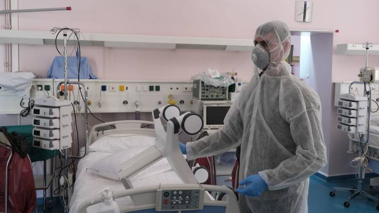 Κορωνοϊός: Έπαιξαν σε ηλικιωμένο που νοσηλεύεται στο Σωτηρία την αγαπημένη του μαντολινάτα