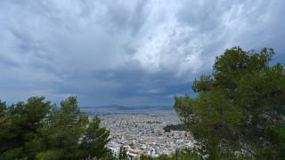 Καιρός: Λίγες νεφώσεις και άνοδος της θερμοκρασίας την Μ. Παρασκευή