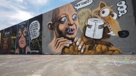 Μάσκες, γάντια, άδειοι δρόμοι: Ο πλανήτης σε ρυθμούς κορωνοϊού