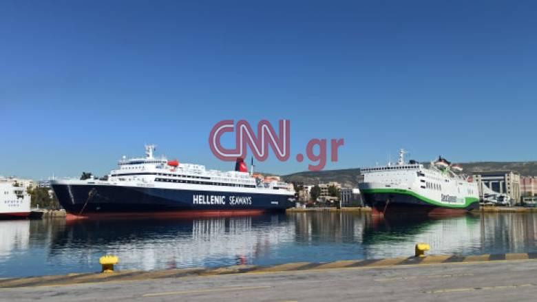 Κορωνοϊός - Απαγόρευση κυκλοφορίας: Έρημο το λιμάνι του Πειραιά