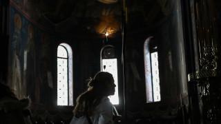 Κορωνοϊός: Πιστοί «έσπασαν» την καραντίνα και πήγαν σε εκκλησίες
