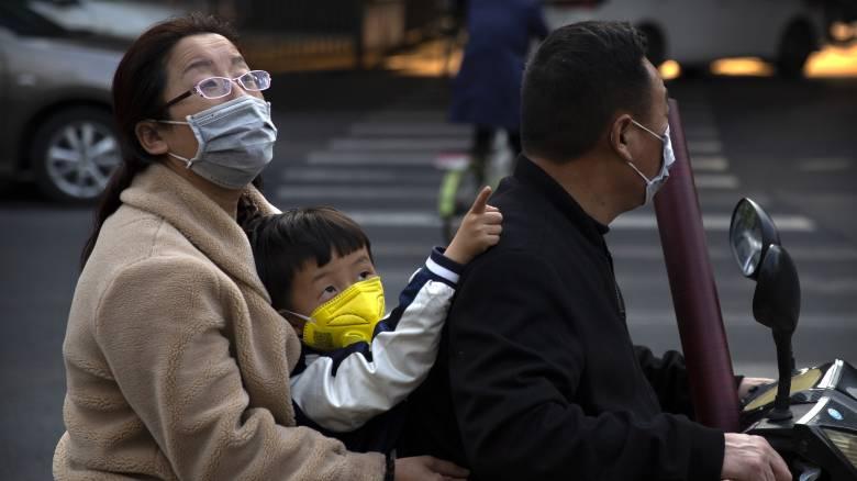 Κορωνοϊός: Πού αποδίδει ο ΠΟΥ την αναθεώρηση του αριθμών των νεκρών στην Κίνα