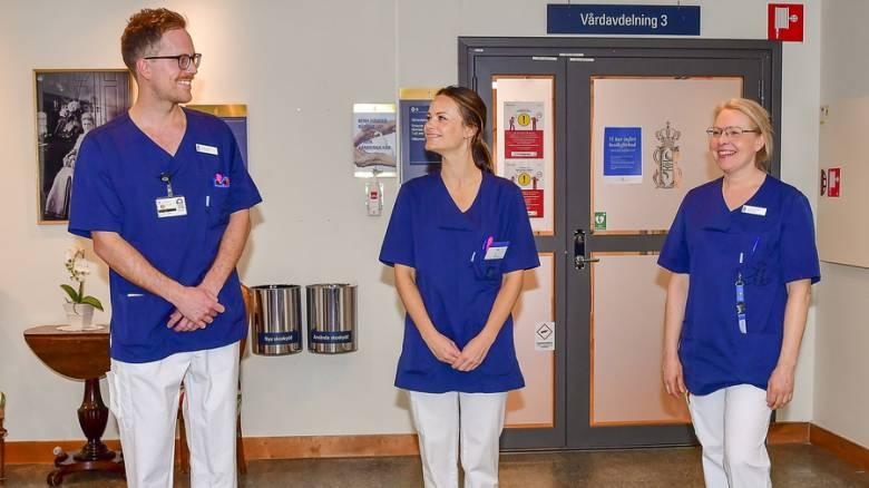 Κορωνοϊός: Η πριγκίπισσα Σοφία της Σουηδίας έβγαλε το στέμμα και φόρεσε ιατρική στολή