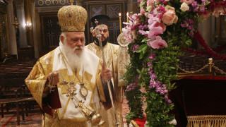 Κορωνοϊός: Ένας διαφορετικός Επιτάφιος στη Μητρόπολη Αθηνών
