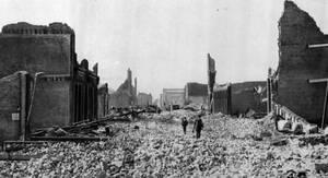 1906, Σαν Φρανσίσκο.  Η πόλη είναι ένας σορός από ερείπια, μετά το μεγάλο σεισμό.