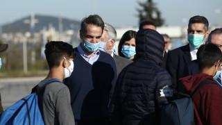 Για τη Γερμανία αναχώρησαν 50 προσφυγόπουλα – Στο αεροδρόμιο και ο Μητσοτάκης