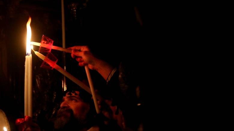 «Δεν θα διανεμηθεί»: Ο Κ. Βλάσης εξηγεί πώς θα φτάσει στην Αθήνα το Άγιο Φως