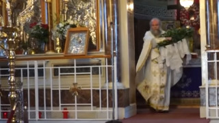 Χίος: Συνελήφθη ιερέας που λειτουργούσε με ανοιχτές τις πόρτες του ναού