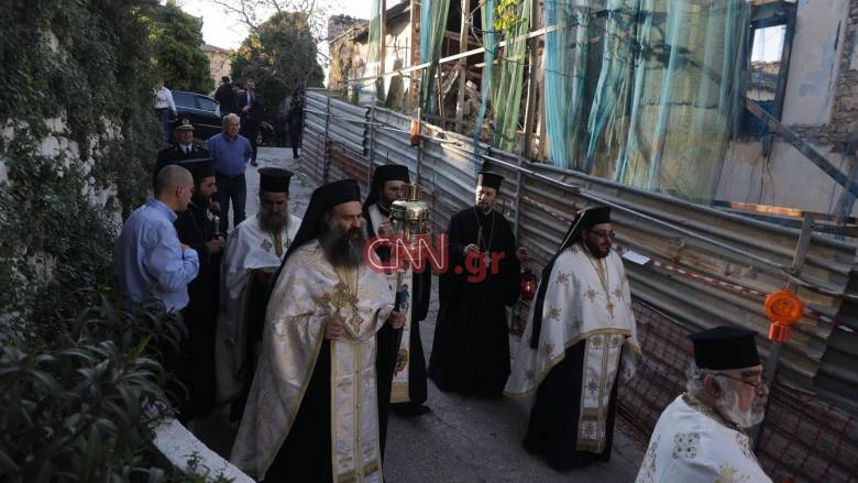 Πάσχα 2020: Στην Αθήνα το Άγιο Φως - Μεταφέρθηκε στο Μετόχι για φύλαξη