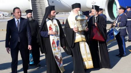 Στην Ελλάδα το Άγιο Φως με τιμές αρχηγού κράτους
