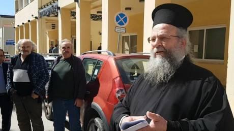 Κορωνοϊός - Χίος: Δίωξη και πρόστιμο 5.000 ευρώ στον ιερέα που άνοιξε εκκλησία