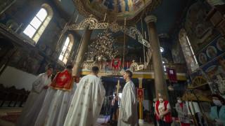 Κορωνοϊός: Το Πάσχα των Ορθοδόξων ανά τον κόσμο