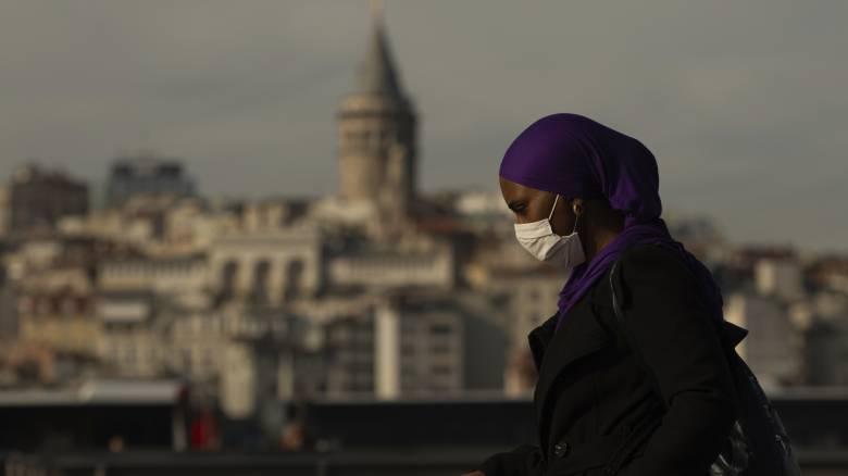 Κορωνοϊός - Εκτός ελέγχου η κατάσταση στην Τουρκία: «Θερίζει» η πανδημία