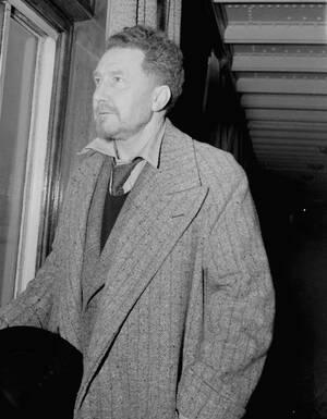 1939, Νέα Υόρκη.  Ο Αμερικανός ποιητής Έζρα Πάουντ, ο οποίος ζει μόνιμα στην Ιταλία, επιστρέφει στις ΗΠΑ για πρώτη φορά μετά από 18 χρόνια αυτοεξορίας.