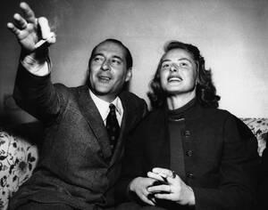 1949, Ρώμη.  Στο ξενοδοχείο Εξέλσιορ, ο Ιταλός σκηνοθέτης Ρομπέρτο Ροσελίνι με τη σύζυγό του, την ηθοποιό Ίνγκριντ Μπέργκμαν.