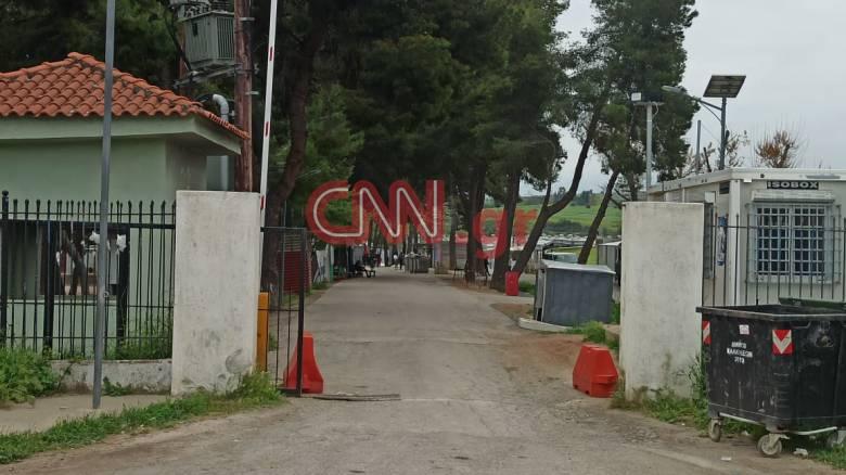 Το CNN Greece στη Ριτσώνα: Παραμένει μέχρι νεωτέρας αποκλεισμένη η δομή φιλοξενίας