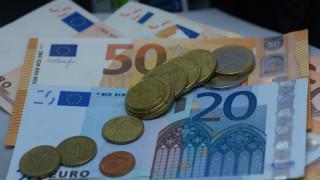 Υπεγράφη η ΚΥΑ: Ποιες κατηγορίες εργαζομένων θα λάβουν τα 800 ευρώ