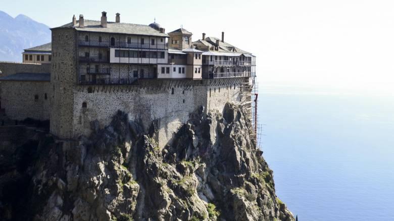Παρατείνεται έως τις 30 Απριλίου η αναστολή επισκέψεων στο Άγιο Όρος
