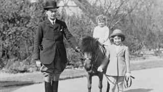 Σπάνιες φωτογραφίες και βίντεο της βασίλισσας Ελισάβετ - Γενέθλια σε καραντίνα φέτος