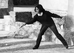 1962, Ελβετία.  Η Ιταλίδα ηθοποιός Σοφία Λόρεν κάνει ένα διάλειμμα από τα γυρίσματα της τελευταίας της ταινίας και βρίσκεται για τις διακοπές του Πάσχα σε θέρετρο της Ελβετίας.