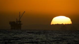 Χωρίς φρένο η κατάρρευση των τιμών του πετρελαίου