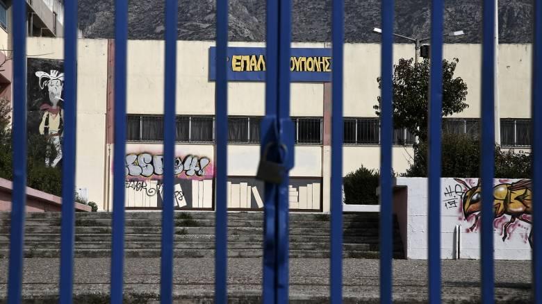 «Επιχείρηση» επιστροφή στα σχολεία: Τα σενάρια, τα «αγκάθια» και η διαφωνία