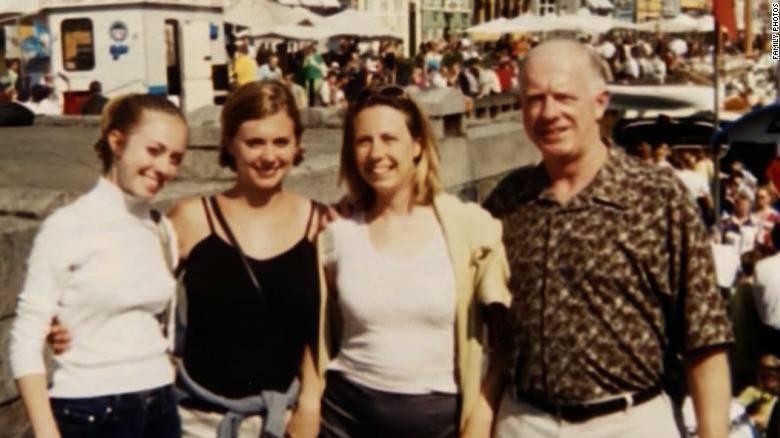 ΗΠΑ: Η οικογένεια θύματος κορωνοϊού τού μιλούσε για 30 ώρες τηλεφωνικώς μέχρι που πέθανε