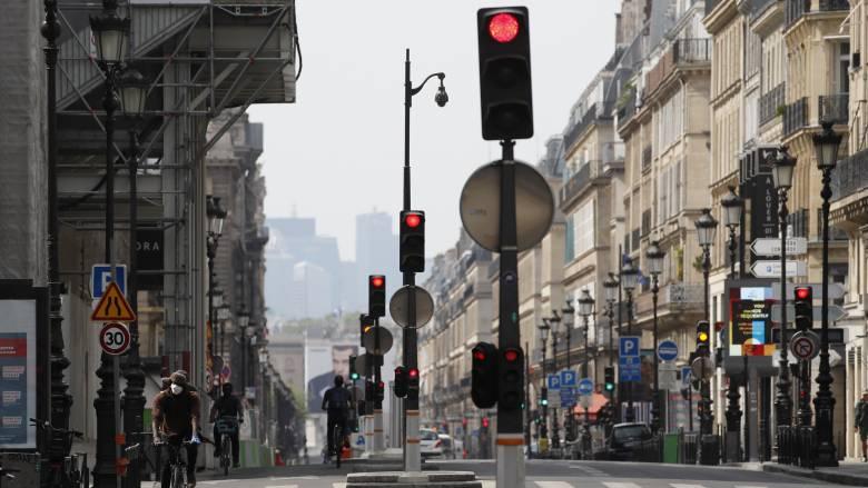 Κορωνοϊός: Πάνω από 540 οι νεκροί σε μια ημέρα στη Γαλλία
