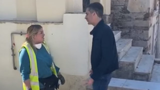 Υπάλληλος του δήμου Αθηναίων βρήκε 19.000 ευρώ και τα παρέδωσε - Το μήνυμα Μπακογιάννη