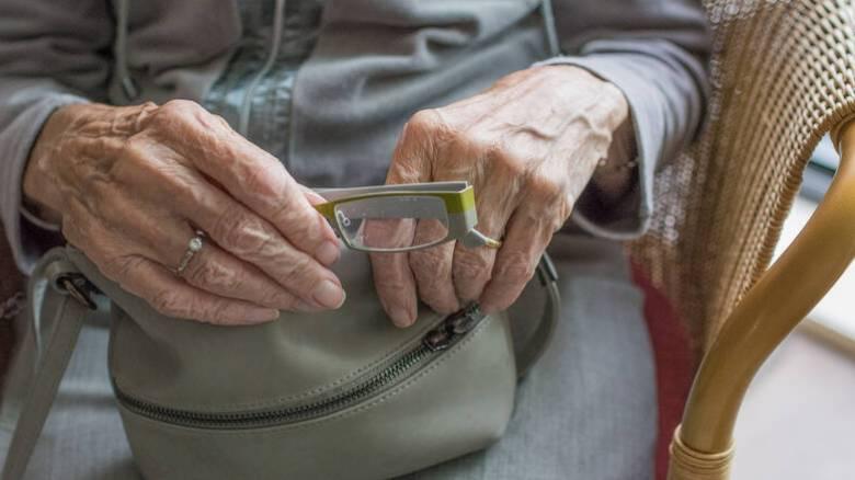 Συντάξεις: Δύο σενάρια για τα παλαιά αναδρομικά