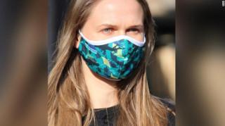 Κορωνοϊός: Επαγγελματίες της κατάδυσης φτιάχνουν μάσκες από τα πλαστικά των ωκεανών